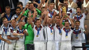 équipe d'Allemagne avec le trophé